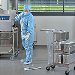 Cleanroom mop covers: Single- or multi-use concept?